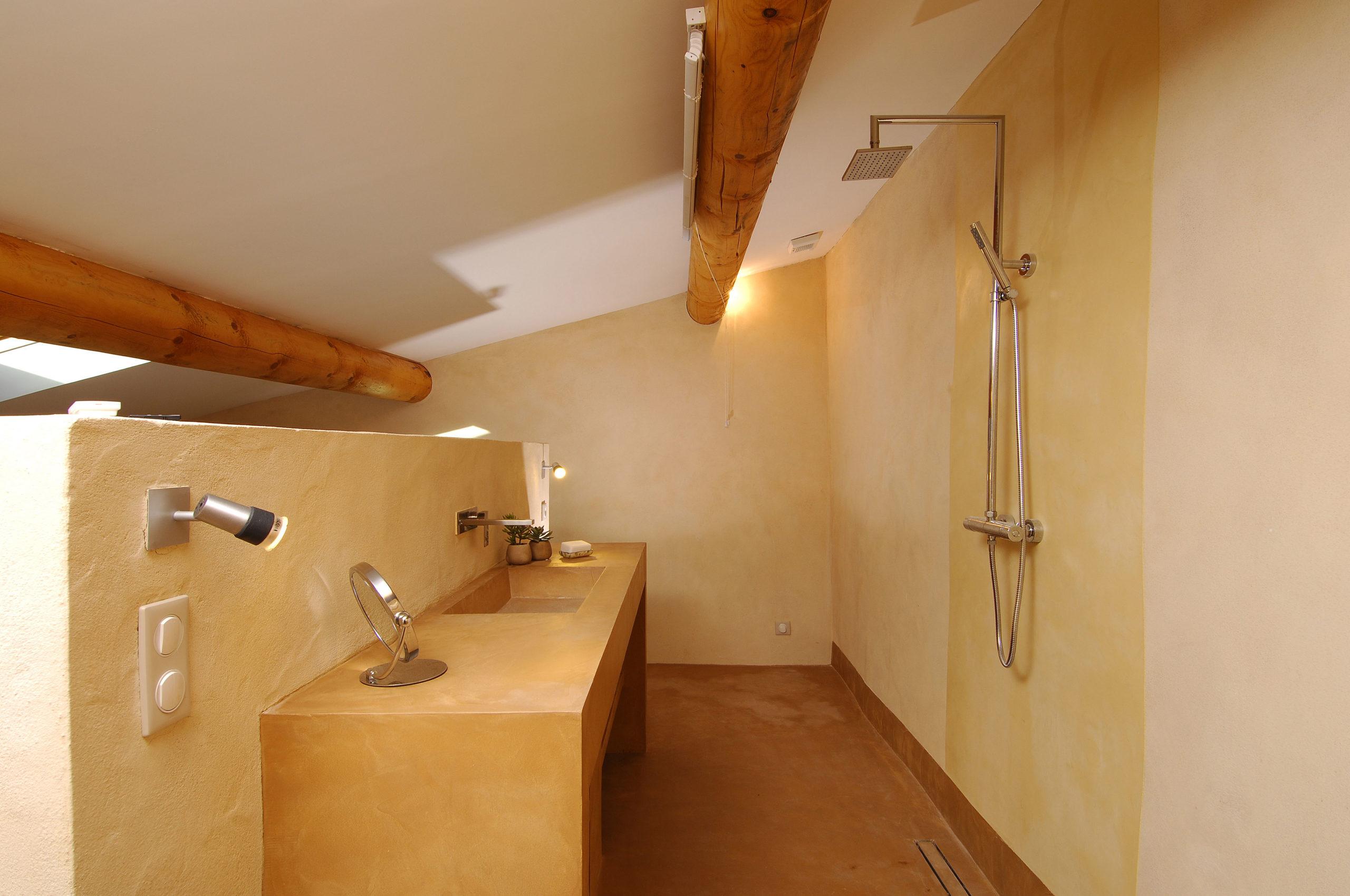 Salle de bain du mas d'Augustine, entièrement rénové